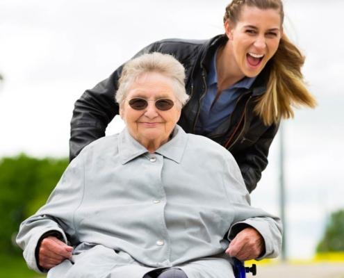 servizio badante Bergamo aes domicilio servizio anziani